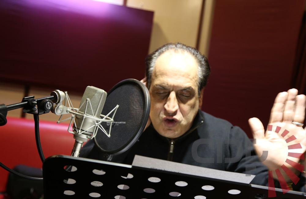 بهمن هاشمی همراه با پادان