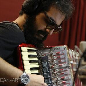 مهرداد مهدی نوازنده مشهور آکاردئون در استودیو موسیقی پادان