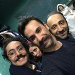 مهبد قناعت پیشه (نفر اول سمت چپ) در پشت صحنه تئاتر رقص کاغذ پارهها (منبع: اینستاگرام)