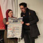 مهبد قناعت پیشه سمت راست در تئاتر رقص «کاغذ پارهها» (منبع: اینستاگرام)